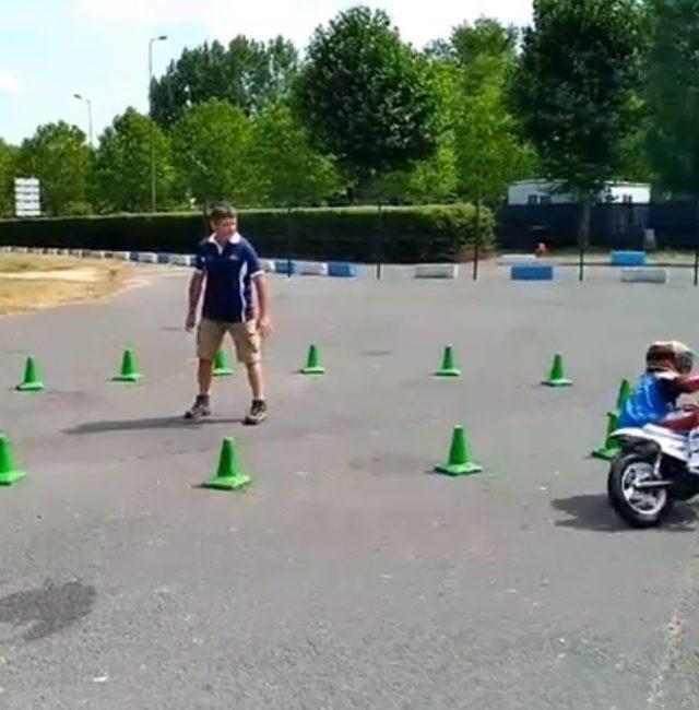 Ecole de moto pour enfants